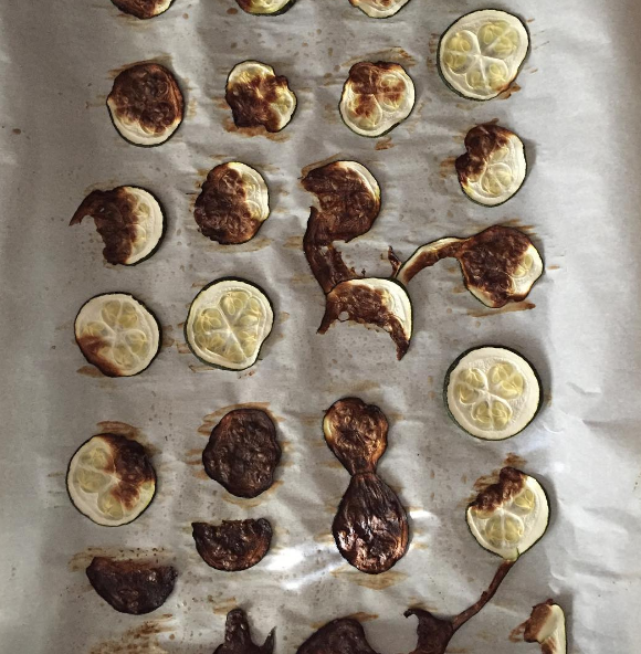 These clean-eating zucchini chips.