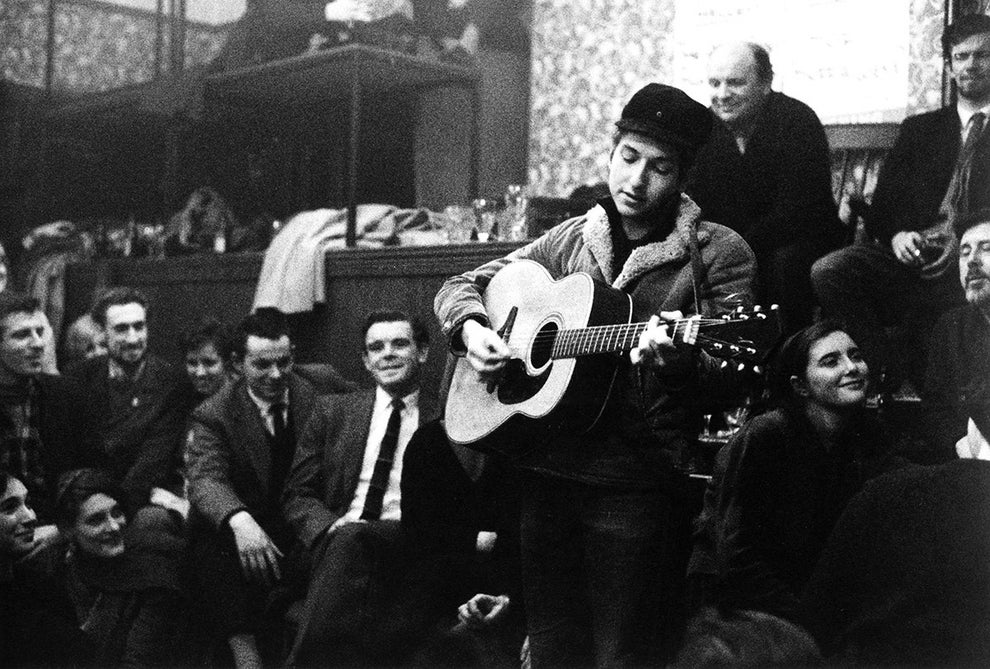 A young 21-year-old Bob Dylan offering a special Christmas performance for Londoners in 1962.