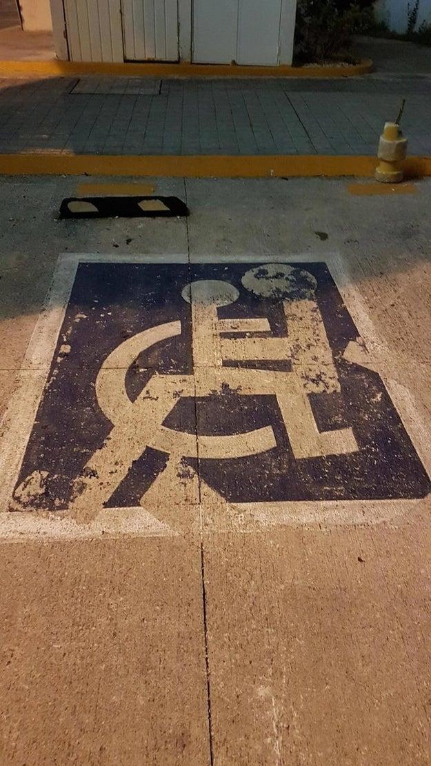 Quien sea que haya pintado esta señalización.