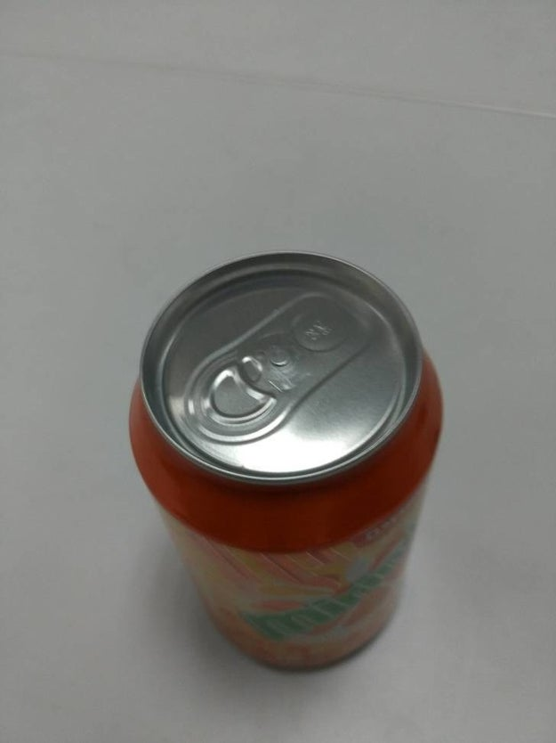 El empleado a cargo del control de calidad de este refresco.