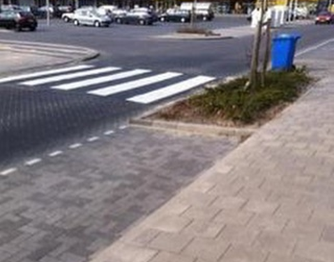 El urbanista que planeó este paso peatonal.