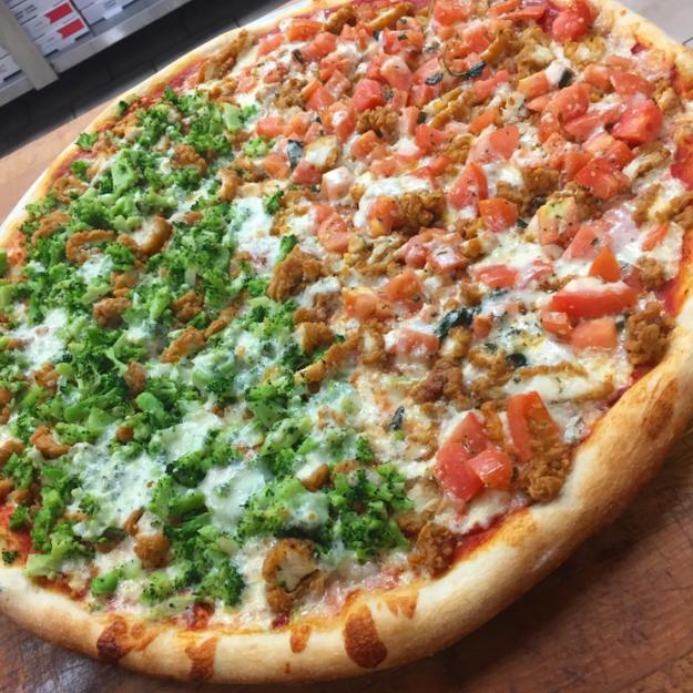 Y esta pizza recibió un premio por sus trabajos para fortalecer la relación México - Estados Unidos.