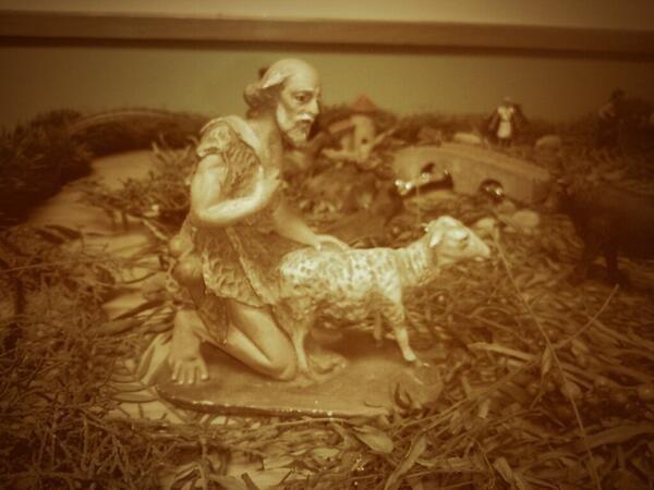 Y este creador de figuritas que no entendió bien lo de que en Navidades todo es amor.