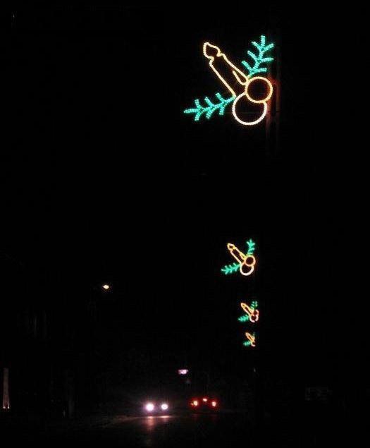 Este diseñador de luces de Navidad que confundió el espíritu navideño con algún otro tipo de espíritu.