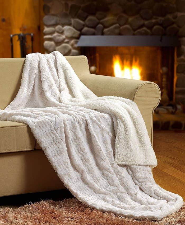 40 Of The Coziest Blankets You Can Get On Amazon Extraordinary Nice Throw Blankets