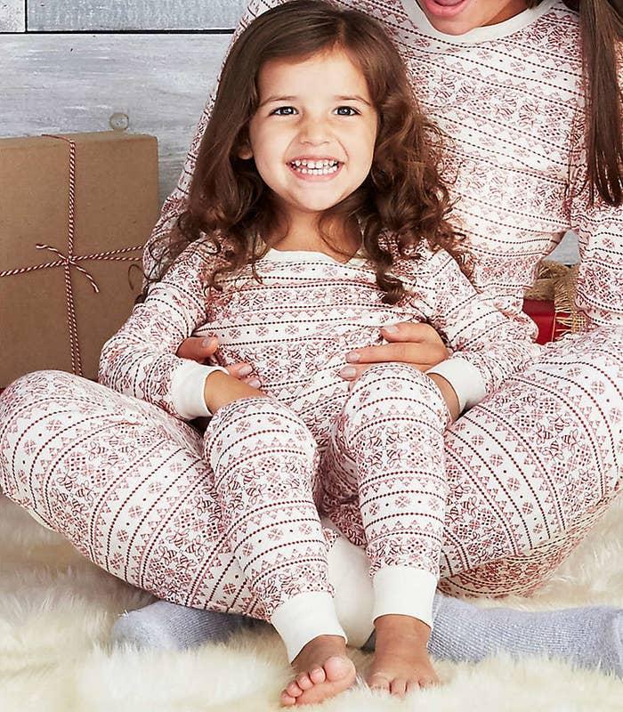 076a573b8997 28 Adorable Christmas Pajamas For The Whole Family