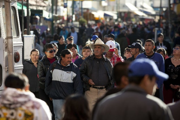 Más de la mitad de la población mexicana se considera a sí misma, morena.