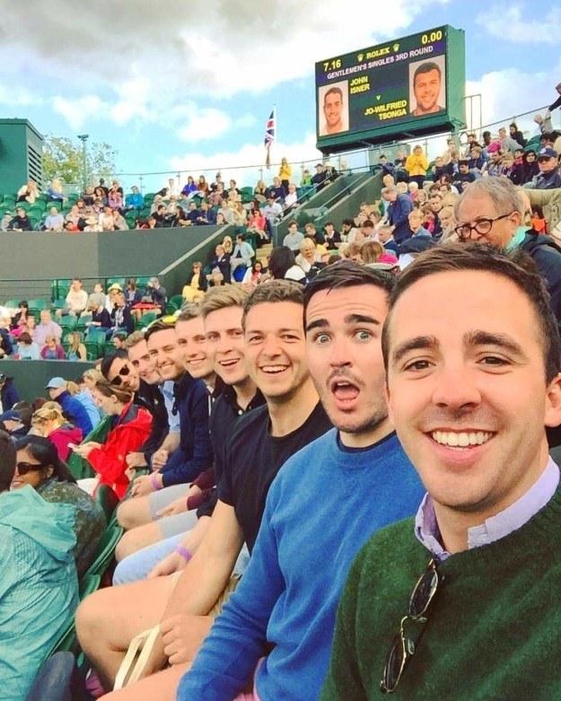 The viral white guys selfie.