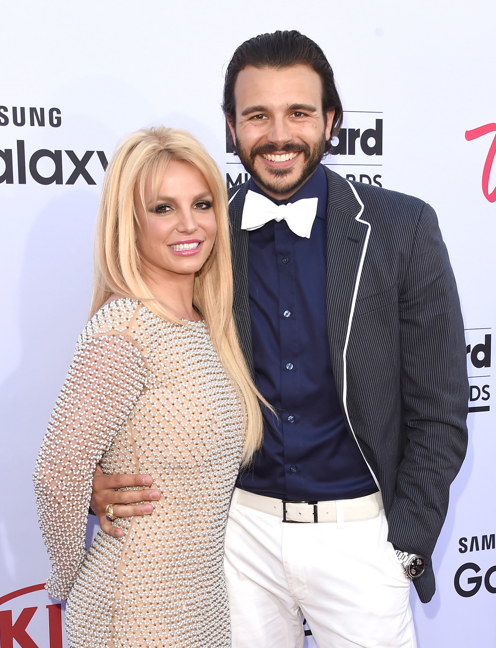 Who does britney spears dating