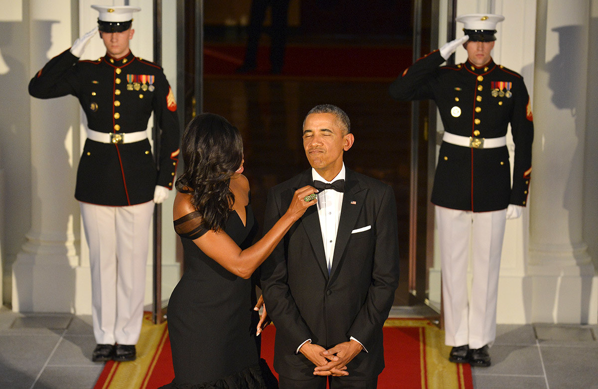 33 pictures of the obamas that will restore your faith in love for Barack obama a la maison blanche