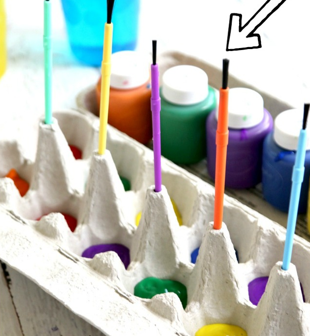 Use an empty egg carton to make your kid's painting sessions a whole lot less messy.