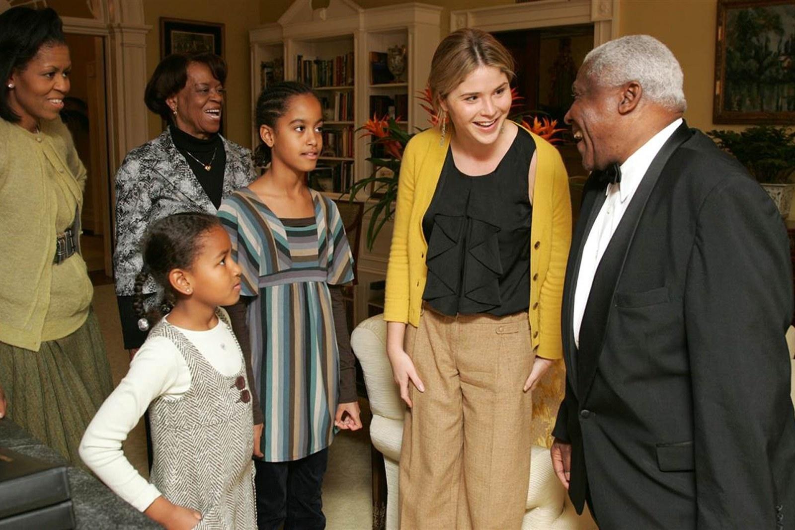オバマ大統領の娘たちマリアとサーシャへ。ブッシュ元大統領の娘たちが ...