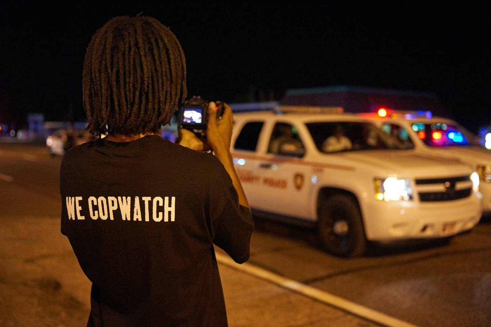 how video finally proved that cops lie a man filming police officers in ferguson missouri