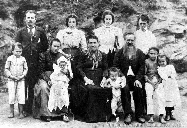 É muito legal principalmente para quem anda procurando mais informações sobre avós e avôs - em uma época que registros em foto não eram a coisa mais acessível do mundo.