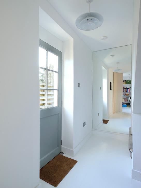 Use um espelho do chão até o teto para dar a ilusão de mais espaço e de um pé direito mais alto.