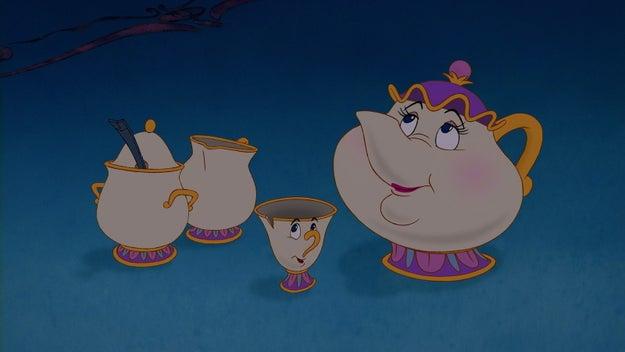 E com todas as xícaras perfeitamente refinadas que eles tinham na despensa, por quê eles sempre serviam os hóspedes com a única xícara quebrada?