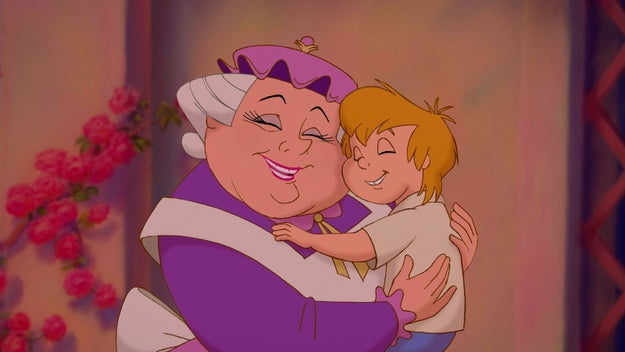 Espere um pouco... A Sra. Potts não é meio velha pra ter uma criança tão pequena?