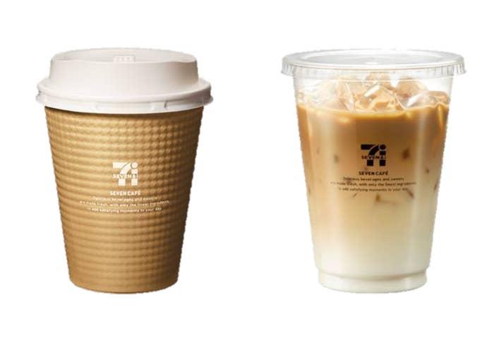 """味のほうは甘くなく、しっかりした大人のカフェラテという感じ。カフェラテに使われるコーヒーは専用に調整されているそうで、深いコクも楽しめる。これまでも冷凍ミルクにアイスコーヒーを注ぐ簡易的なカフェラテは提供されていたが、かなり甘みが強かったのだ。ホットは普通サイズ150円、大きなサイズ200円。アイスは普通サイズ180円、大きなサイズ250円となっている。2013年にコーヒーから始まった「セブンカフェ」は2016年8月末の段階で累計24億杯を販売してきた。2017年度はカフェラテを加えたことで初の""""年間10億杯販売""""を見込んでいる。"""