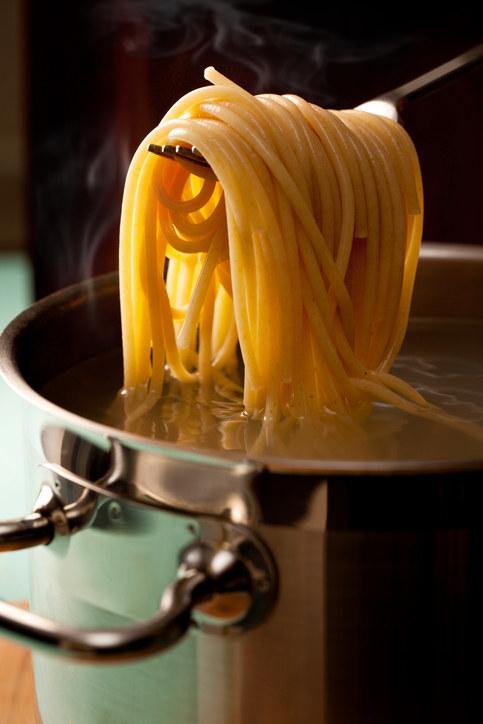 Não escorrer a massa logo após tirar da panela em cozimento.