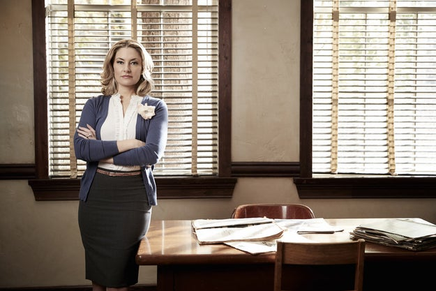 ...Madchen Amick as Alice Cooper, Betty's controlling mother and local newspaper reporter...