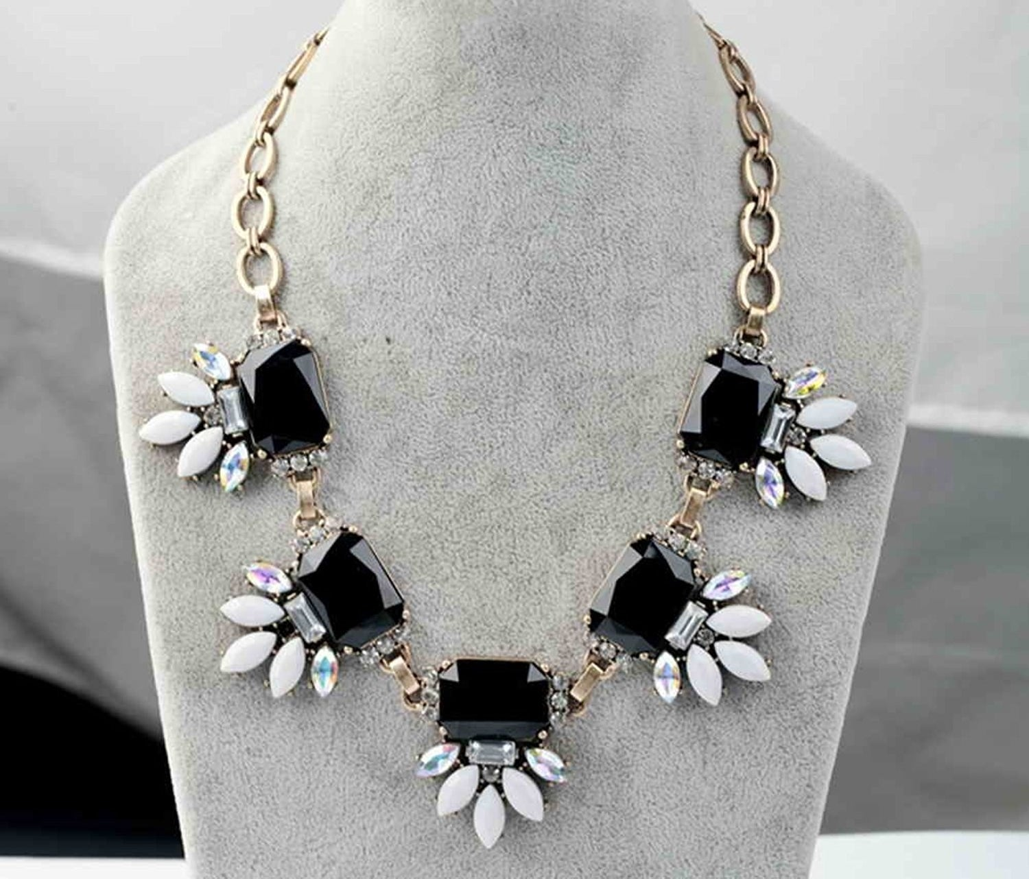 """Promising review: """"This necklace is beautiful and well made. It doesn't look cheap at all. This picky buyer is very happy!"""" —AshleyPrice: $23.99 // Rating: 4.5/5"""