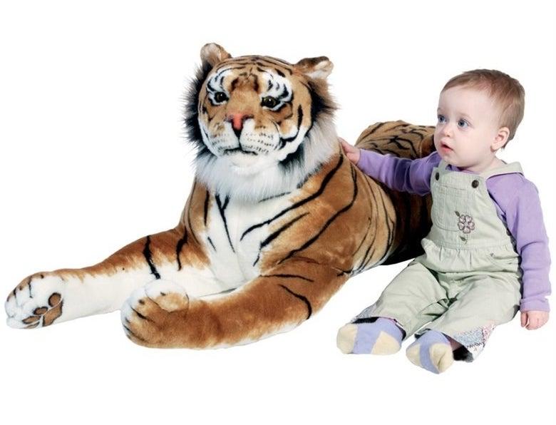 """Victor Stepanov: """"Este cara é uma pessoa perigosa"""".Elizabeth Pears: """"Ele é a versão masculina da louca dos gatos"""".Adam Davis: """"Ele gosta de fazer rolê com animais selvagens?""""Jules Darmanin: """"Não namore caras que trabalham no zoológico"""".Mamiko Nakano: """"Ele é protegido pela Yakuza""""."""