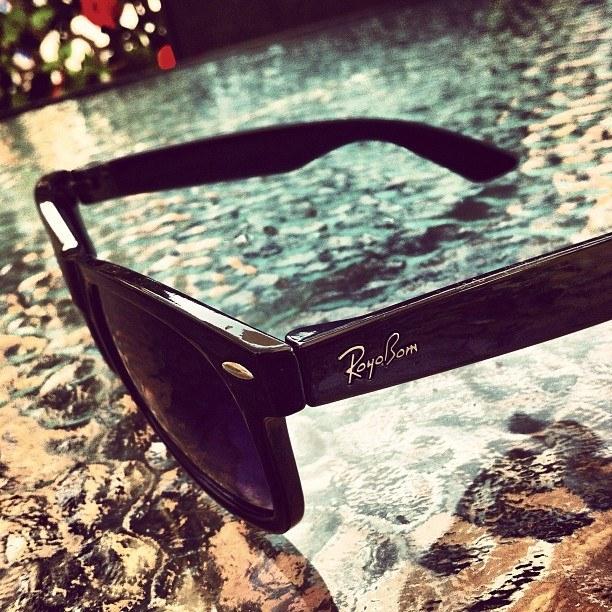 Estas gafas que en vez de evitar los rayos, dan buen rollo.