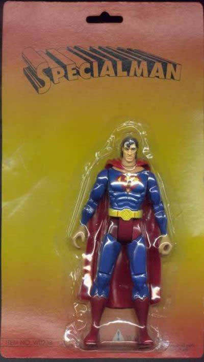 Este superhéroe al que no le gusta ni la cebolla ni el pescado, además se marea en los autobuses y es bastante despistado. Pero tiene un corazón de oro.