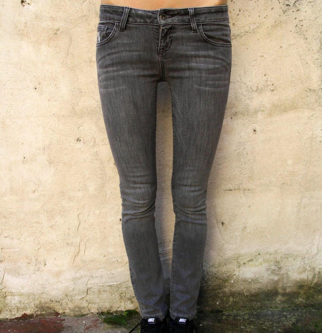 Tous vos jeans devaient être serrés et taille basse, avec plein de faux plis.