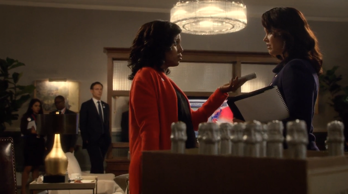 Olivia Pope (Kerry Washington) encourages Mellie Grant (Bellamy Young) to concede on the Season 6 premiere of Scandal.