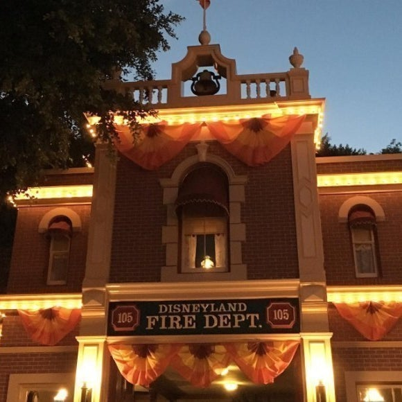 Street Light Theory: 17 Disney Park Conspiracy Theories That'll Scare The Hell