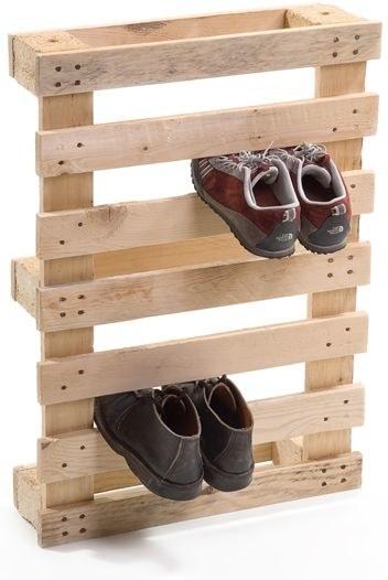 Récupérez une palette pour y ranger vos chaussures.