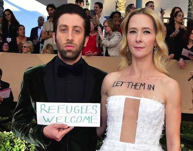 """When Simon Helberg from The Big Bang Theory walked the red carpet for the SAG Awards carrying a sign that read """"Refugees welcome,"""" and his wife, actor Jocelyn Towne, had the words """"Let them in"""" written on her chest."""