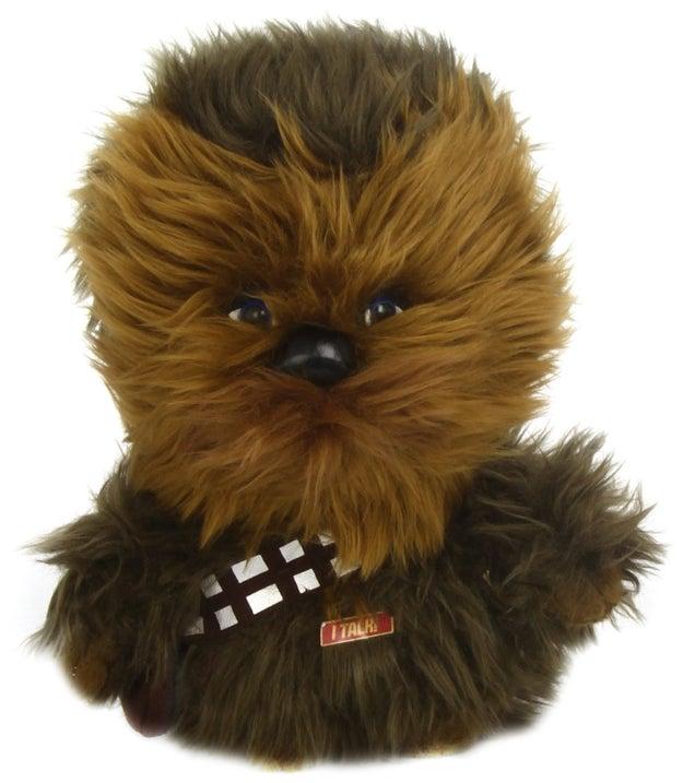 No importa si no tienes perro, este juguete apachurrable de Chewbacca merece irse contigo ($834).