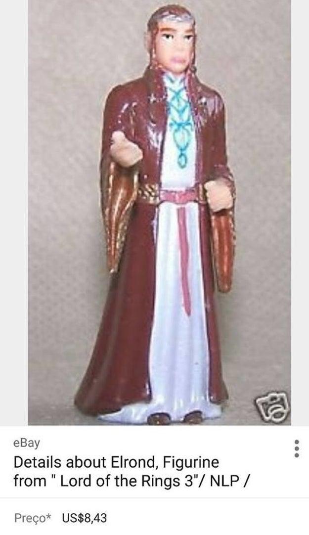 そこでガブリエラは、インターネットで調べてみました。そしてオンライン・ショップで、全く同じ人形を見つけました。「聖アントニウス」の人形は「ロード・オブ・ザ・リング」に登場するエルフのエルロンドと判明したのです。