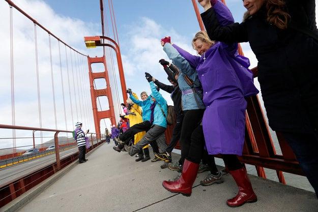 Como esta protesta, en el puente Golden Gate donde se tomaron de las manos para demostrar que ahora, más que nunca, había unión.