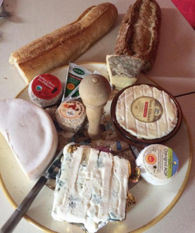 Et des fromages étranges qui sentent très fort et qui sont couverts de moisissures 😱