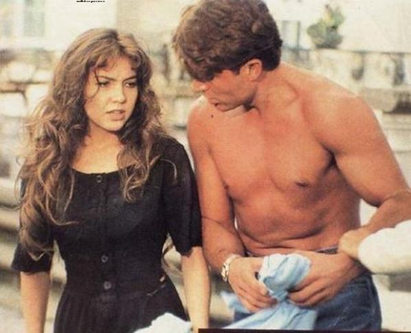 Parece que esta época foi incrível para as novelas, o SBT exibiu pela primeira vez Maria do Bairro, estrelada por Thalia.