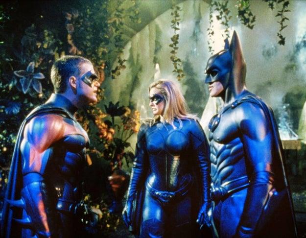 Saiu o filme Batman e Robin, em que os personagens ganharam mamilos pela primeira vez.