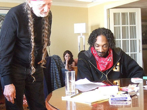 In case you didn't know, Snoop Dogg and Willie Nelson are, like, the cutest friends.