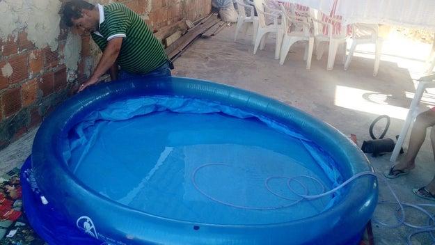 E você também dava uns mergulhos na piscina, mas numa mais humilde.