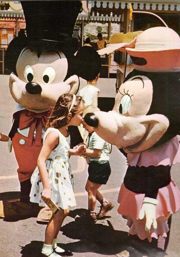 Todo mundo adorava se jogar no universo Disney nas férias. Quem podia viajava para o parque nos EUA...