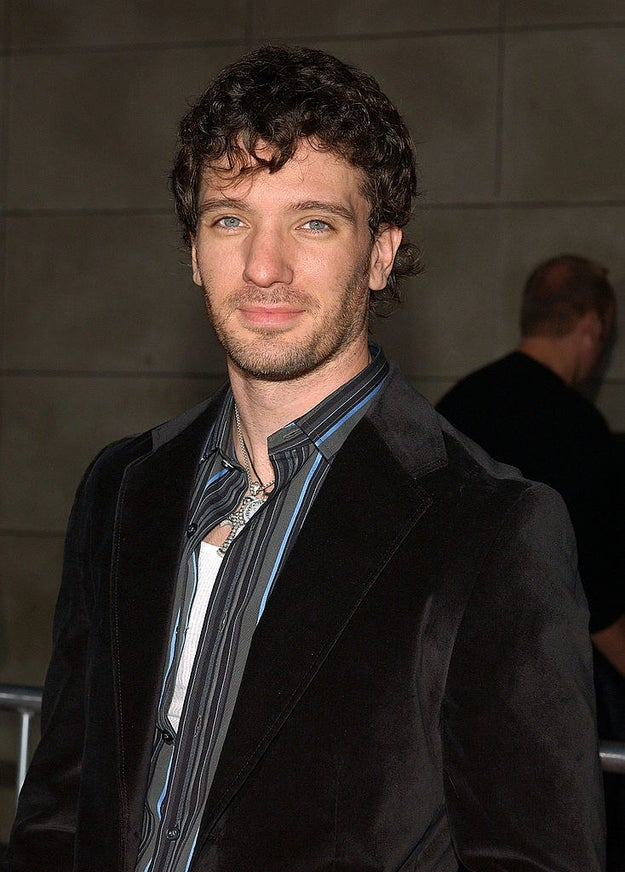 Literally days prior he had curls, looking very Robb Stark.