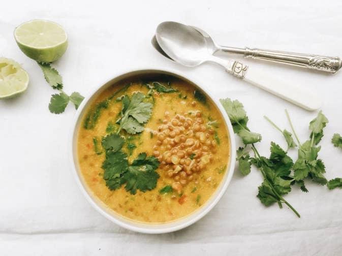 Una forma diferente de comer legumbres en invierno y mucho menos pesada que las tradicionales lentejas con chorizo es la que nos ofrecen desde Alimentarte.