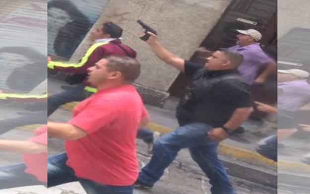 PERO, muchas de las imágenes que circulan en redes sociales son FALSAS. Como ésta, que fue tomada en Mérida, Venezuela durante una protesta hace unos meses.