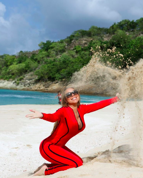 Beach time for Mariah Carey: