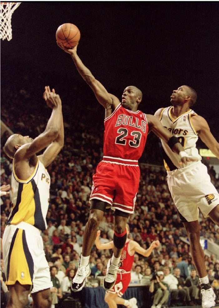 "Michael Jordan (centre), who – according to Carol Dweck – is an example of a sportsperson with a ""growth mindset""."