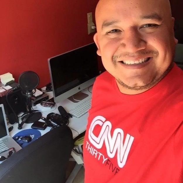 Él es Víctor Badillo. Periodista mexicano con 17 años de experiencia.