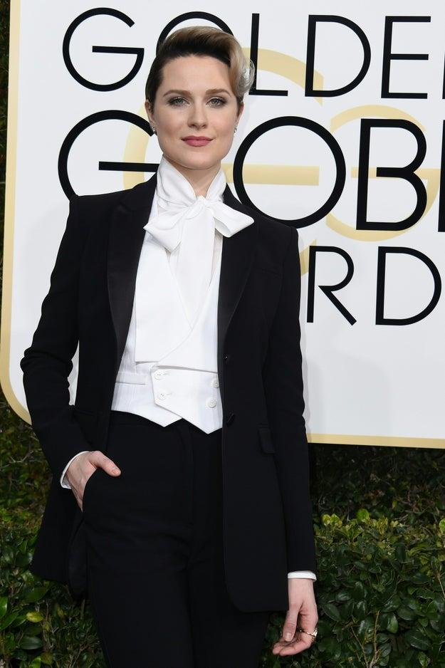 As pessoas amaram o traje de Evan Rachel Wood no tapete vermelho do Globo de Ouro no último domingo (8). E é fácil entender esse sentimento — ela estava incrível.