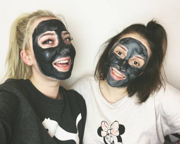 Para el cuidado de la piel no habrá nada mejor que una mascarilla de carbón.